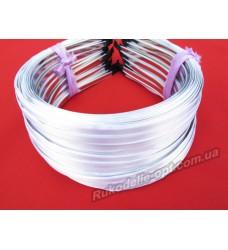 Ободок для волос метал с белым атласом 5 мм.