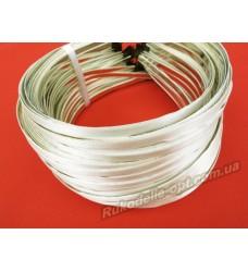 Ободок для волос метал с кремовым атласом 5 мм.